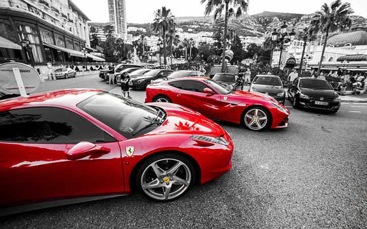 czerwone samochody