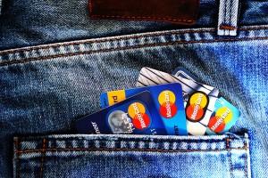 Darmowe konto bankowe otrzymasz, jeśli robisz zakupy za pomocą karty debetowej.