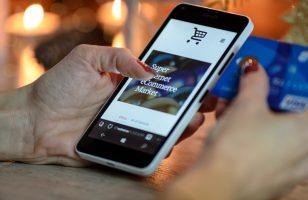 Zakupy bez stresu. Jak bezpiecznie płacić kartą w sieci?