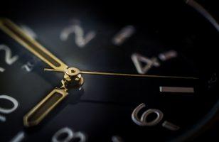 """Jak oszczędzać na """"czarną godzinę""""? 5 najlepszych sposobów"""
