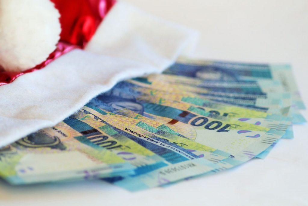 Wesołych wydatków! Jak zaoszczędzić na świętach?