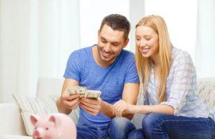 małżeństwo liczące pieniądze