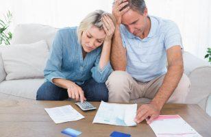 ludzie, którzy mają problem ze spłatą kredytu