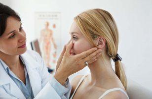 kobieta przed operacją nosa