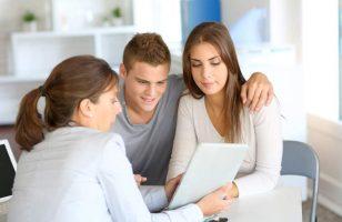 ludzie szukający pożyczki