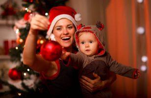 matka i dziecko podczas świąt