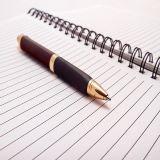 długopis i skoroszyt