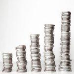 stosy srebrnych monet