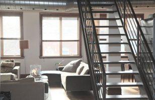 widok na oświetlony apartament
