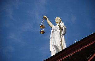 temida uosobienie sprawiedliwości posąg